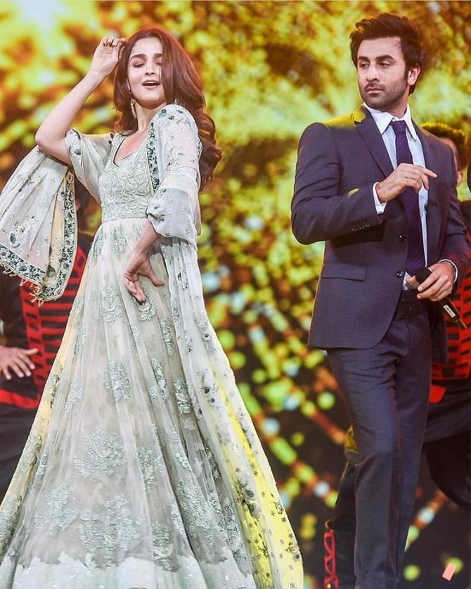 From Ranbir-Alia to Malaika-Arjun, these celebrity couples may get married in 2021! Funny Jokes