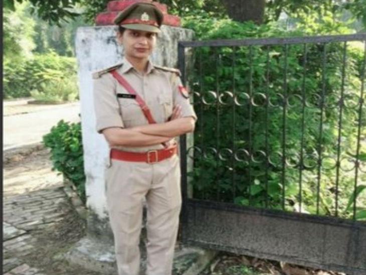 बुलंदशहर में फंदे से लटकी मिली महिला SI, पुलिस ने दरवाजा तोड़कर निकाला शव; सुसाइड नोट मिला मेरठ,Meerut - Dainik Bhaskar