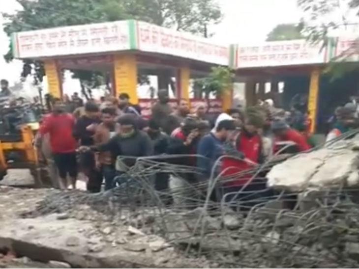 हादसे के बाद स्थानीय लोगों ने अपने स्तर पर राहत और बचाव का काम शुरू किया।