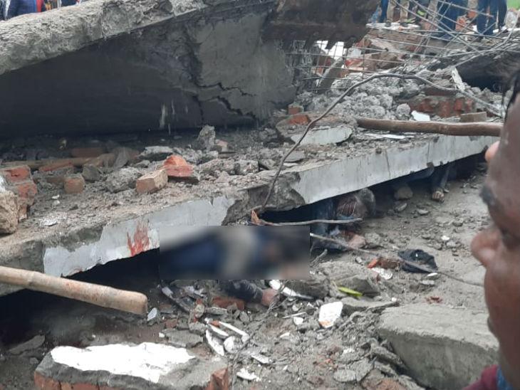 गैलरी की छत गिरने पर नीचे खड़े लोगों को संभलने का मौका नहीं मिला। जो जहां था, वहीं दब गया।