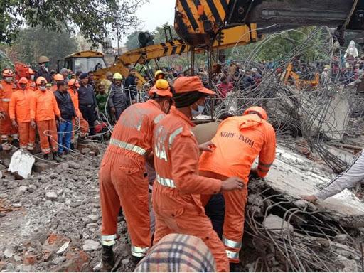 श्मशान में छत गिरने से 25 की मौत; जिसका अंतिम संस्कार था, उसके बेटे की भी मलबे में दबकर जान गई मेरठ,Meerut - Dainik Bhaskar