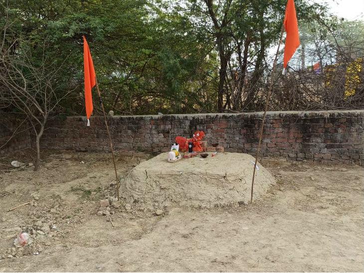 इसी जगह देव प्रकाश मंदिर बनवा रहा है।