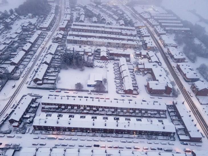 पिछले माह जहां बाढ़ आई थी, अब वहां भारी बर्फबारी; ठंड बढ़ी|विदेश,International - Dainik Bhaskar