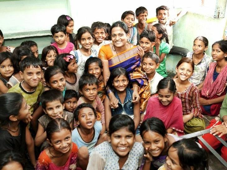 डॉ. कृति भारती ने अभावों में बिताया बचपन, हर हाल में पढ़ाई पूरी की, अब तक 1400 से ज्यादा बाल विवाह रूकवाकर बच्चियों का बचपन बचा रहीं लाइफस्टाइल,Lifestyle - Dainik Bhaskar