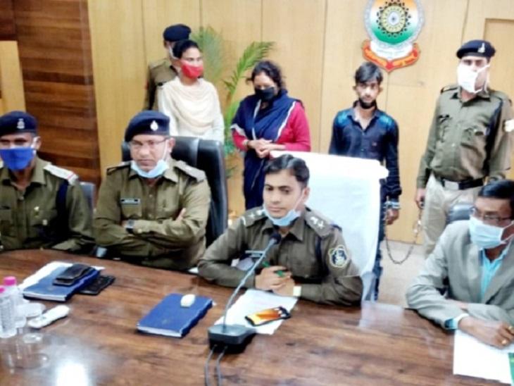 छत्तीसगढ़ के गरियाबंद में घर के पीछे मिली युवक की लाश मामले में पुलिस ने उसकी पत्नी और पड़ोसी को गिरफ्तार किया है। अवैध संबंध के चलते उसकी हत्या की गई। - Dainik Bhaskar