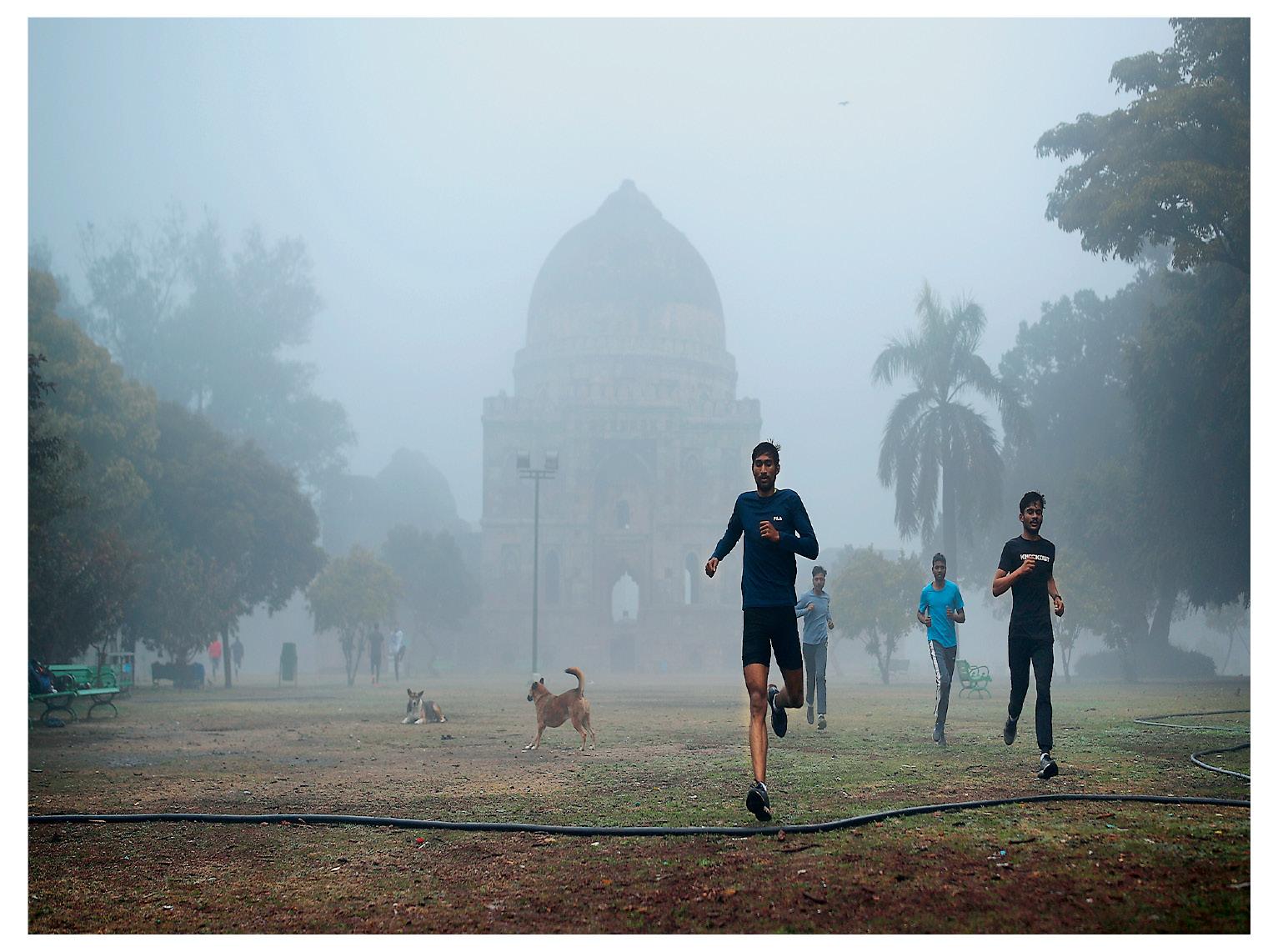 दिल्ली में सुबह के समय कोहरा छाया रहता है। फोटो सोमवार की है।