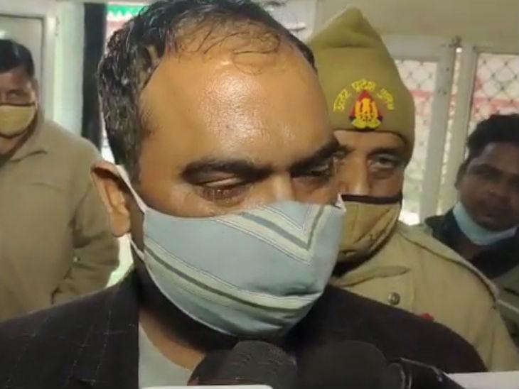 अजय ने श्मशान घाट में हुए निर्माण में अधिकारियों पर 28% कमीशनखोरी का आरोप लगाया है।