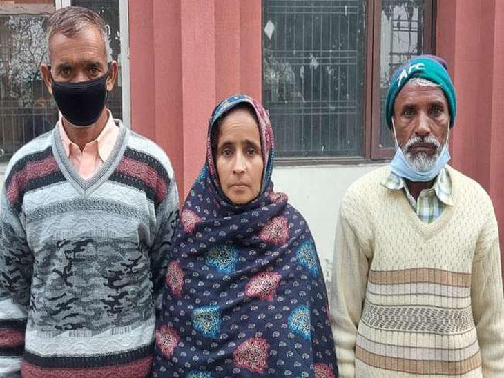 सिरमौर के निवासी साबिर अली की मां खुशमीदा और पिता शमशाद मीडिया से बात करते हुए।