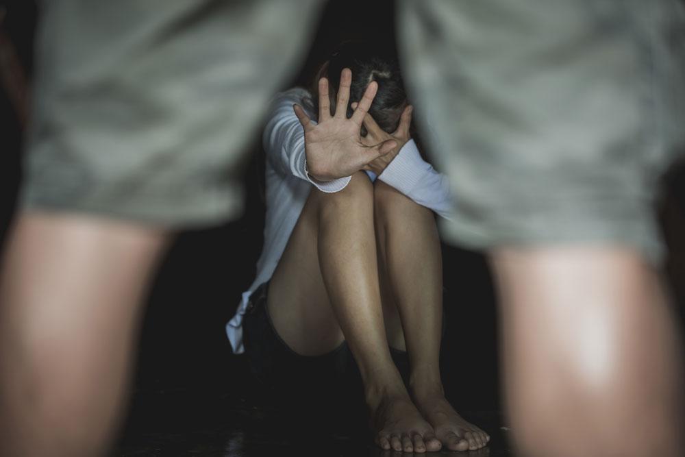 Wife dies, drunken rape of 10-year-old daughter, beats up for protesting, arrested | पत्नी की मौत हुई तो शराबी पिता 10 साल की बेटी से करने लगा दुष्कर्म, विरोध करने पर करता