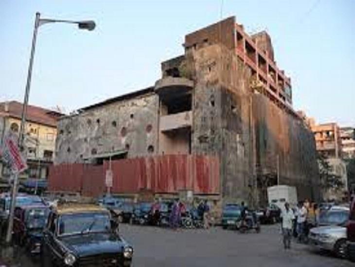 मिनर्वा थिएटर 1960 के दशक में बना था। इसमें एक्टर शम्मी कपूर की भी हिस्सेदारी थी।