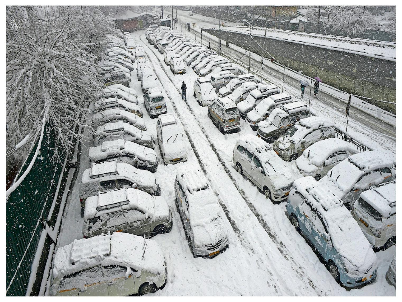 पंजाब समेत 5 राज्यों में तापमान बढ़ा; श्रीनगर में BRO ने एयरपोर्ट से बर्फ हटाई, हिमाचल में 377 सड़कें बंद|देश,National - Dainik Bhaskar