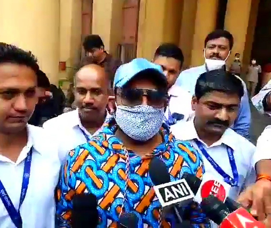 Fake car registration case: Kapil Sharma made statement against Dilip Chhabria, DC designed the comedian's vanity van - Divya Bharat 🇮🇳
