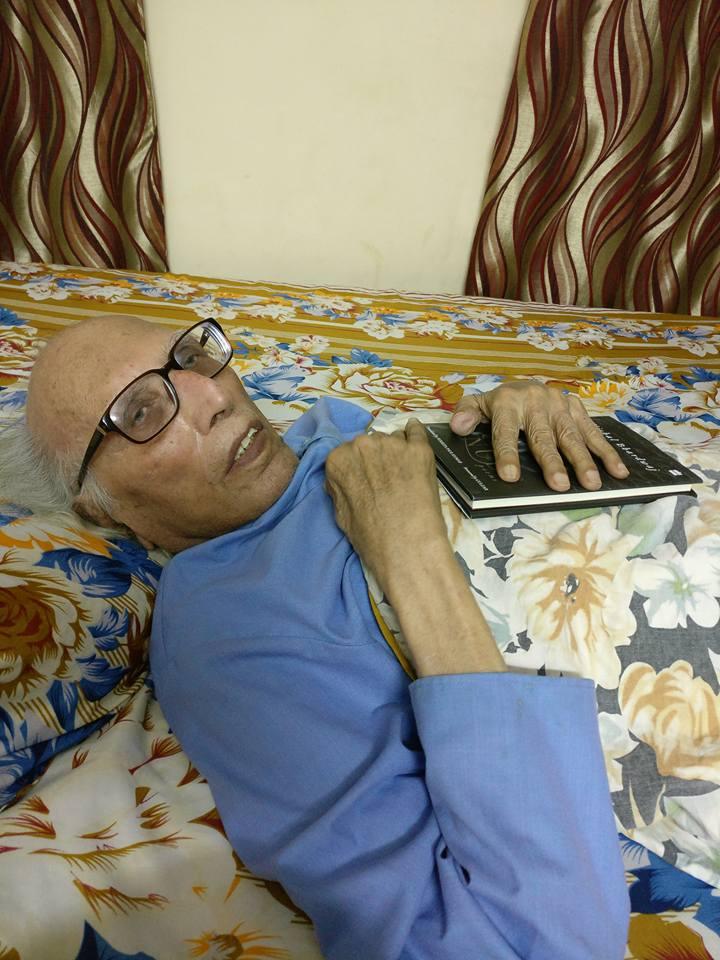 भोपाल में अपने घर पर आराम करते हुए डॉ. बशीर बद्र।