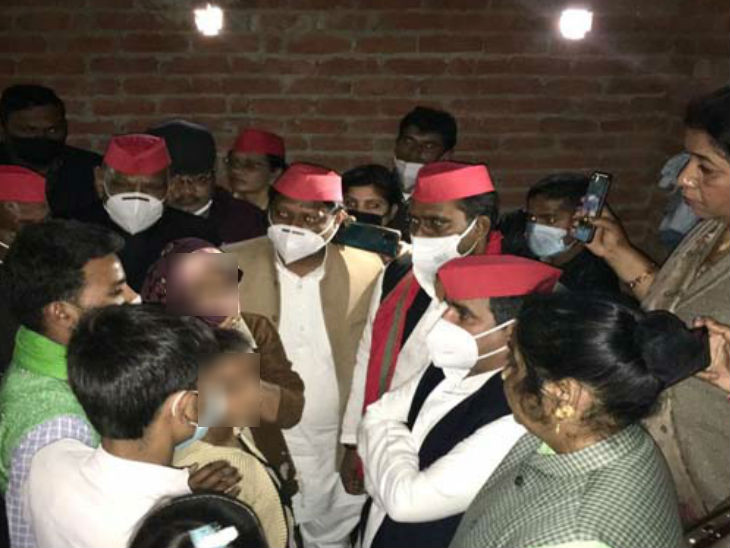 Former SP MP Dharmendra Yadav met the victim's family.