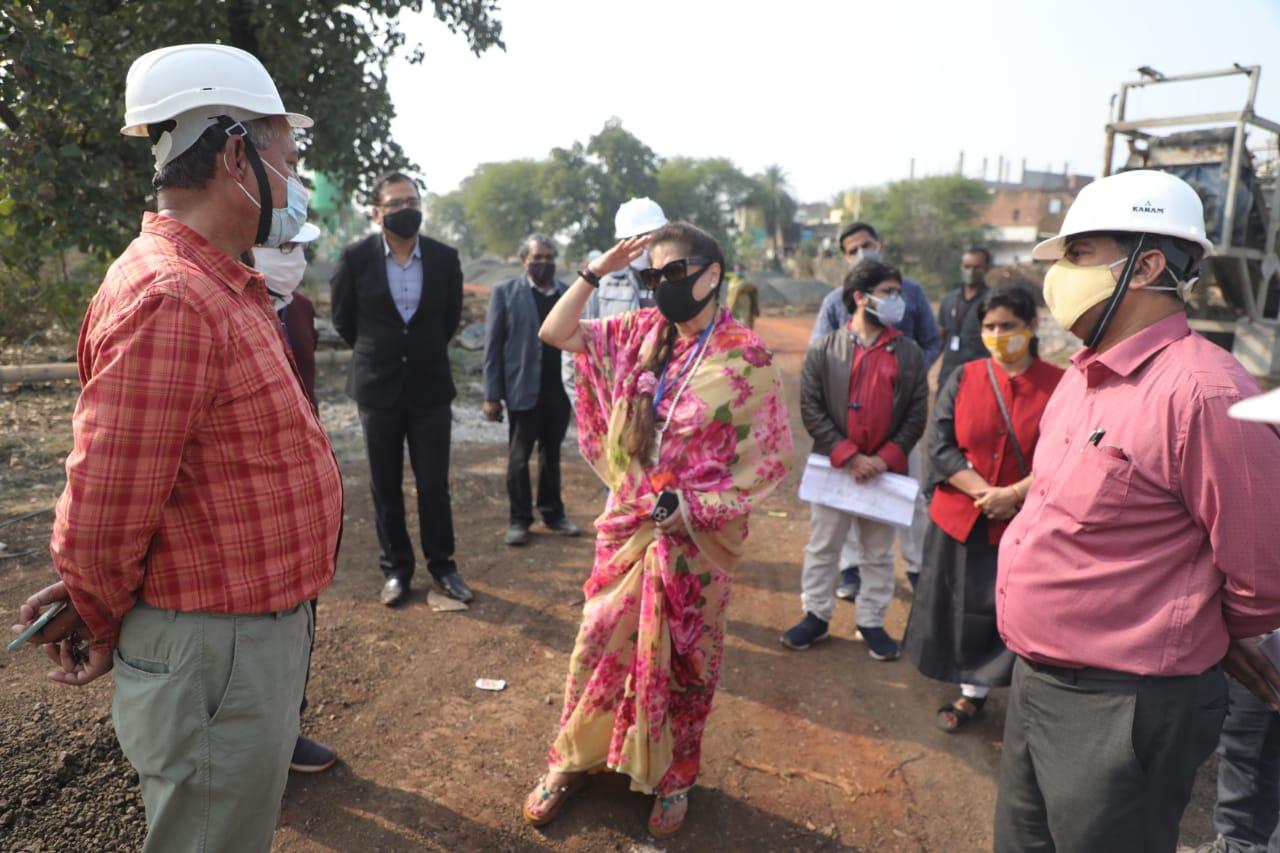 तकनीकी शिक्षा एवं कौशल विकास मंत्री यशोधरा राजे सिंधिया ने गुरुवार को मुख्यमंत्री से मुलाकात के पहले पार्क के निर्माण कार्यों का जायजा लिया था।