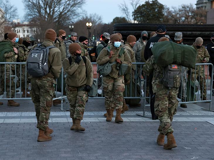 US Capitol का पहरा बढ़ा दिया गया है। बिल्डिंग के चारों ओर डीसी नेशनल गार्ड को तैनात किया गया है।