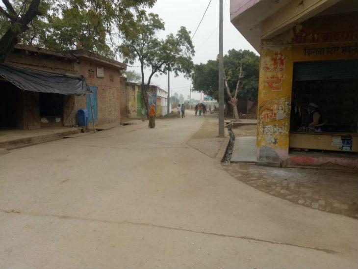 घटना के बाद से गांव के लोग घरों से बाहर निकलने में भी कतरा रहे हैं।
