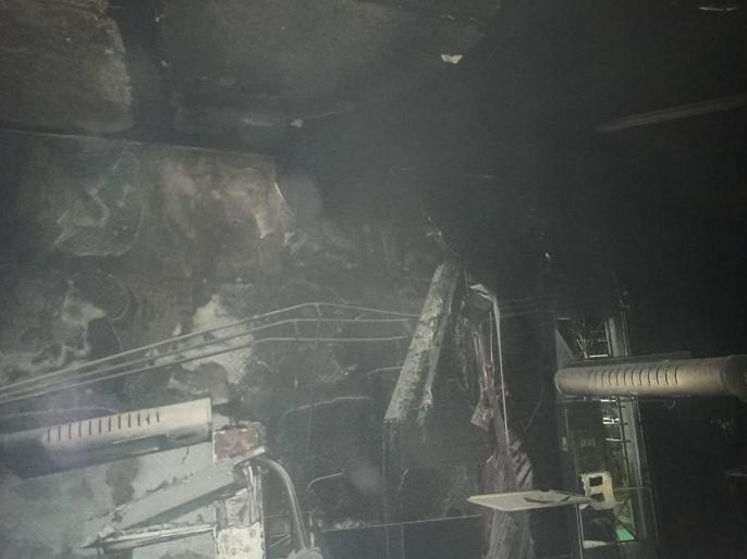 यह फोटो उस वॉर्ड की है, जहां 10 बच्चों की मौत हुई। आग के निशान साफ देखे जा सकते हैं।
