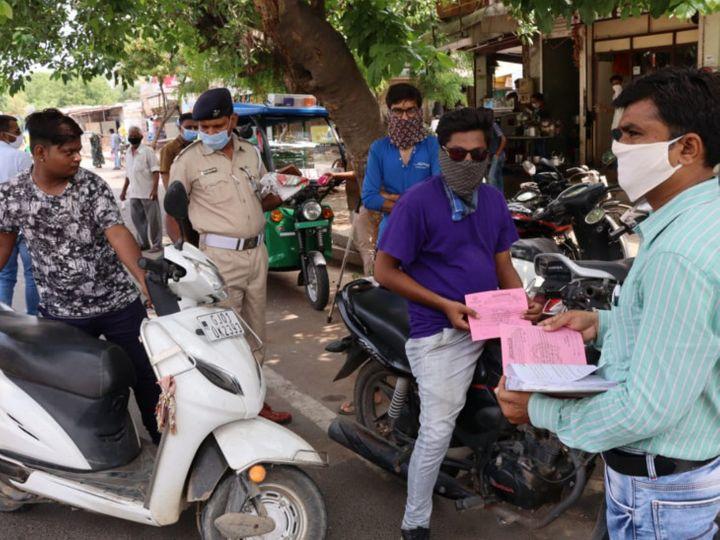 अहमदाबाद में हर मिनट मास्क न पहनने वाले 120 लोगों से जुर्माना वसूला जाता है।
