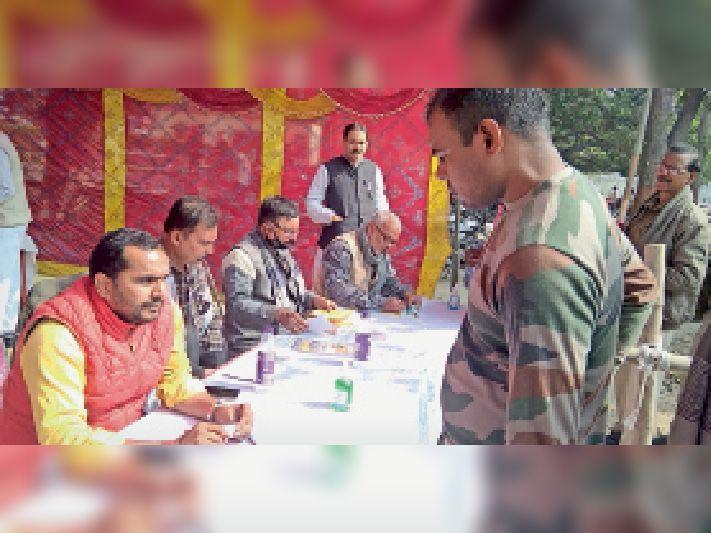 चुनाव कार्य पूरा कराने में जुटे संघ के प्रदेशस्तरीय अधिकारी।