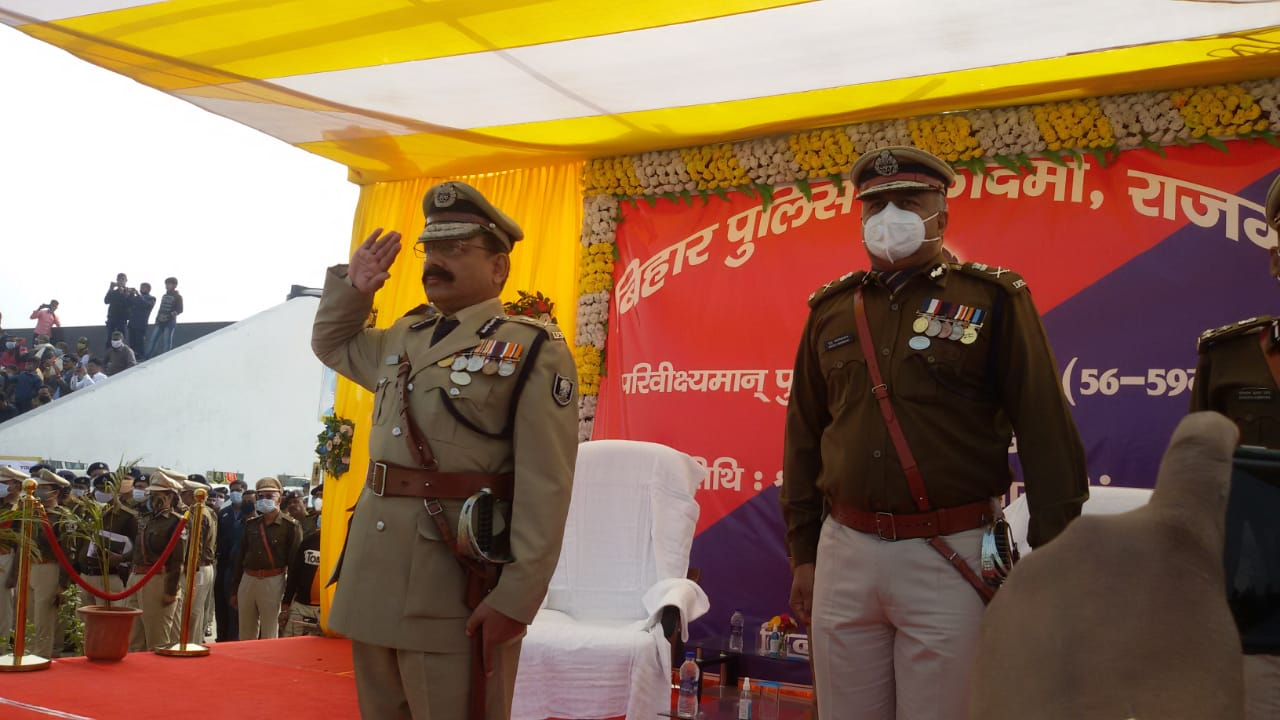 DGP एसके सिंघल ने परेड की सलामी ली।