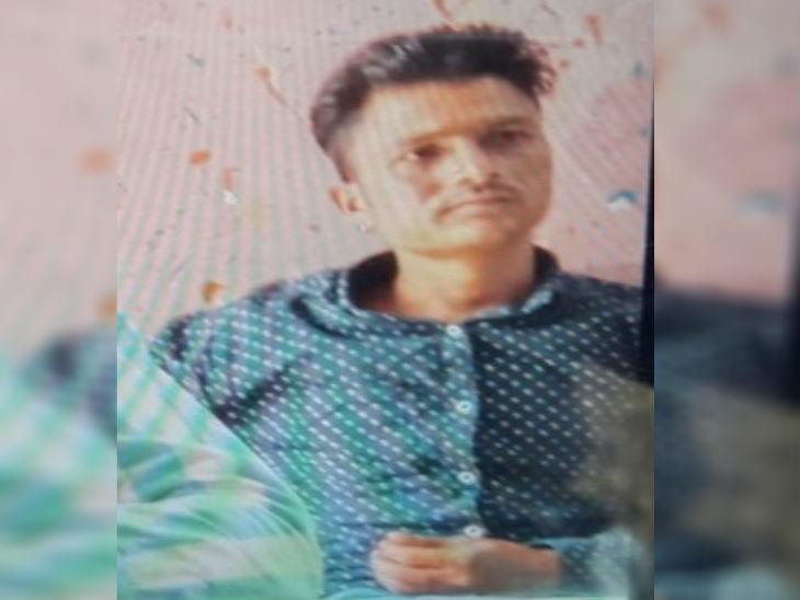 हादसे में मौके पर पिंटू की मौत हो गई। वह ट्रैक्टर में चालक के पास की सीट पर बैठा था।