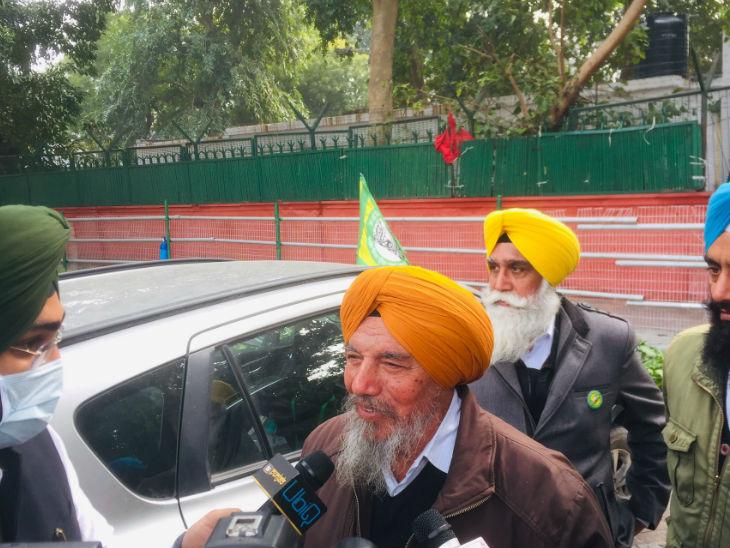 किसान नेता जोगिंदर सिंह उग्राहां कहते हैं कि तीनों कानूनों को रद्द किया जाए, उसके बिना हम वापस नहीं लौटेंगे।