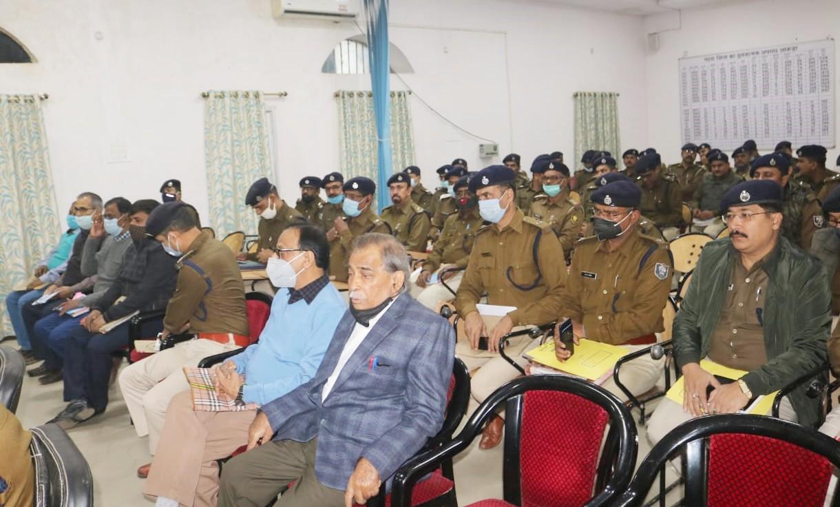 SSP ने थानेदारों को जल्द से जल्द पेंडिंग केसों का निपटारा करने का निर्देश दिया।