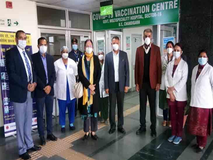 शहर के अधिकारियों ने सेक्टर-16 के वैक्सीनेशन सेंटर का जायजा लिया