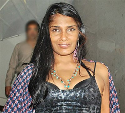 52-year-old Anu Agarwal: 'Aashiqui girl' lost her memory after going into a coma after a road accident, now teaches yoga in a slum MediaWinii 26/01/2021