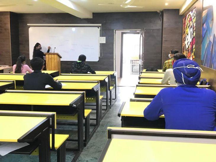 क्लास में भी कोरोना गाइडलाइन का पालन किया गया।