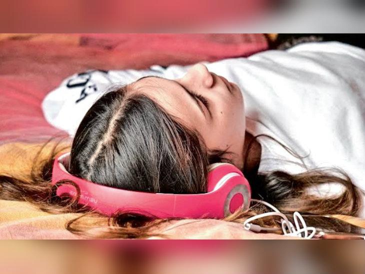 दुनियाभर में व्हाइट नॉइज सुनने का ट्रेंड; सुकून देने वाला संगीत तनाव घटाता है, अच्छी नींद लाता है