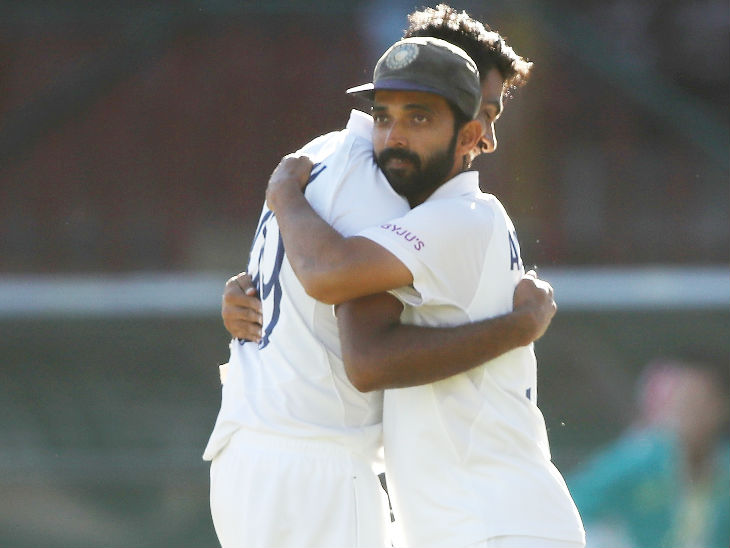 मैच के बाद भारतीय कप्तान अजिंक्य रहाणे ने अश्विन को गले लगा लिया।