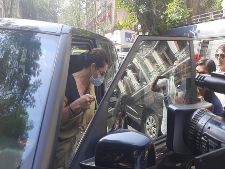 दोबारा समन मिलने के बाद NCB दफ्तर पहुंचीं अर्जुन रामपाल की बहन कोमल, प्रतिबंधित दवाओं का फर्जी प्रिस्क्रिप्शन बनवाने का है आरोप बॉलीवुड,Bollywood - Dainik Bhaskar