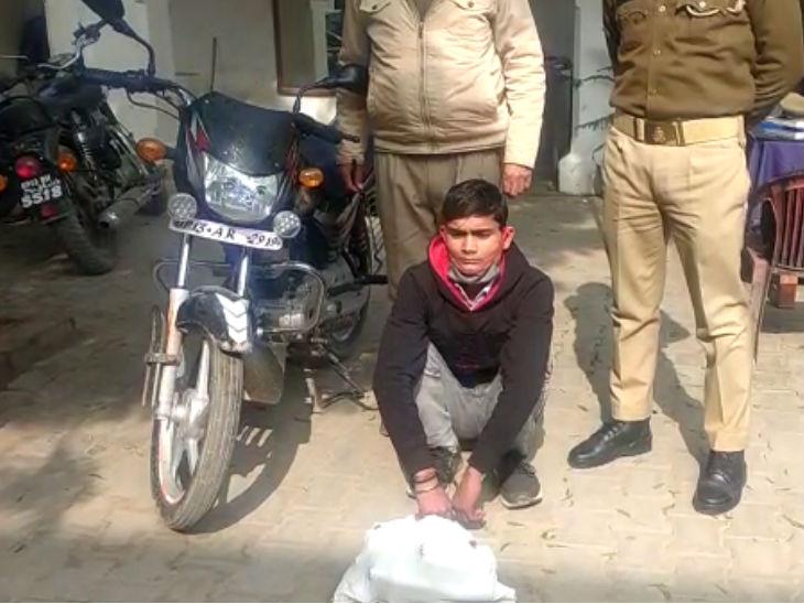 बुलंदशहर में बाइक से शराब की हो रही होम डिलीवरी, मामला बढ़ा तो 25 पौव्वे के साथ 1 गिरफ्तार मेरठ,Meerut - Dainik Bhaskar