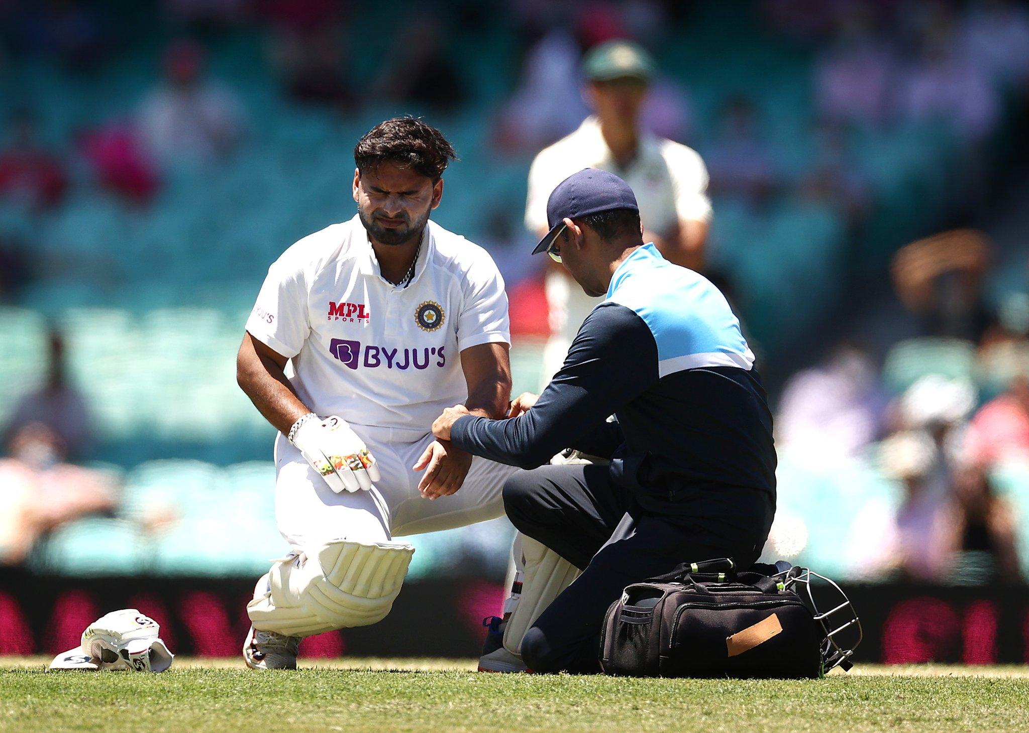 पहली पारी में टीम इंडिया की बैटिंग के दौरान पंत के कोहनी में लगी थी चोट।