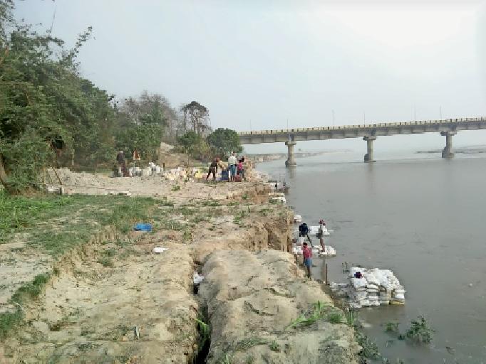 बीपी मंडल सेतु के एप्रोच पथ को बचाने के लिए बंडाल का किया गया निर्माण।
