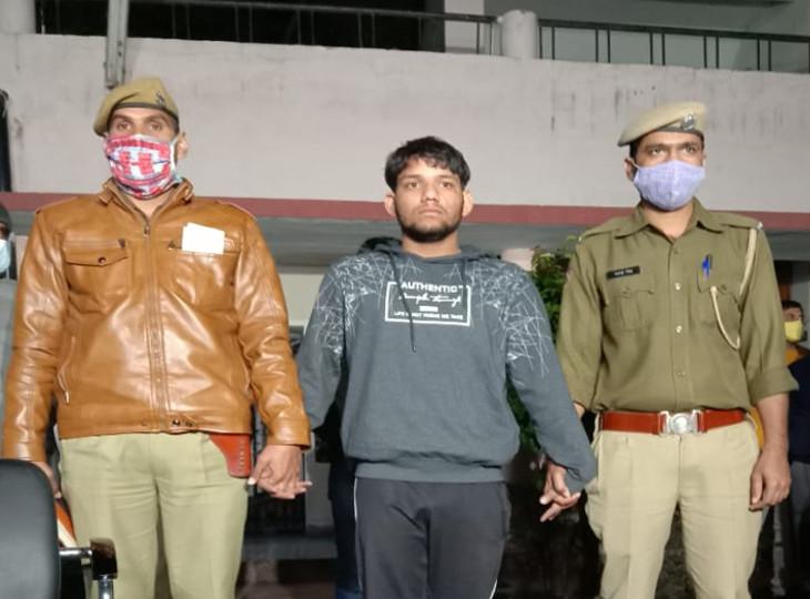 आरएएस अफसर की बहन की गला घोंटकर हत्या करने पर गिरफ्तार कृष्ण कुमार शर्मा महज 20 साल का है। 12 वीं कक्षा में पढ़ता है। पूछताछ में बताया कि अक्सर कॉलोनी में कुत्ता घुमाने पर टोकने से नाराज रहता था। सोमवार को भी कहासुनी हुई तो बदला लेने के लिए मार डाला
