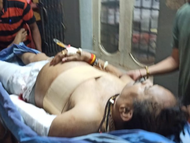 Shripad Naik has been admitted to the district hospital in Ankola.