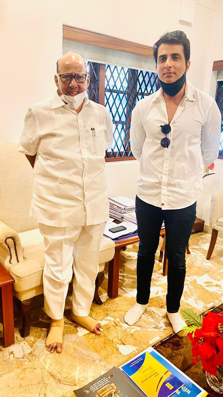 सोनू सूद NCP चीफ शरद पवार से मिले। सूत्रों के मुताबिक, सोनू ने पवार को बताया कि उन्हें बदनाम करना चाहते हैं।