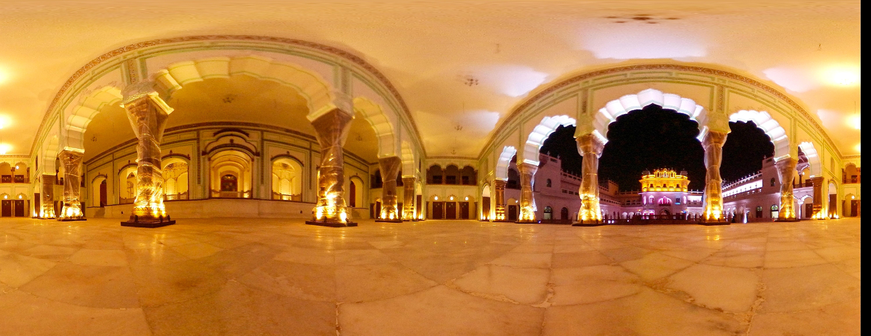 360 डिग्री पेनोरेमा पर लिया गया सदर मंजिल के अंदर का फोटो।
