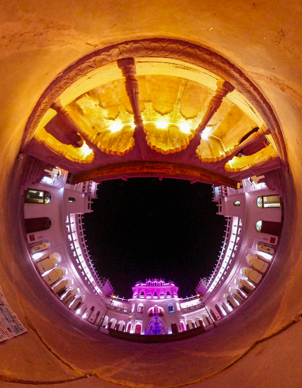 360 डिग्री पर लिया गया सदर मंजिल का फोटो।