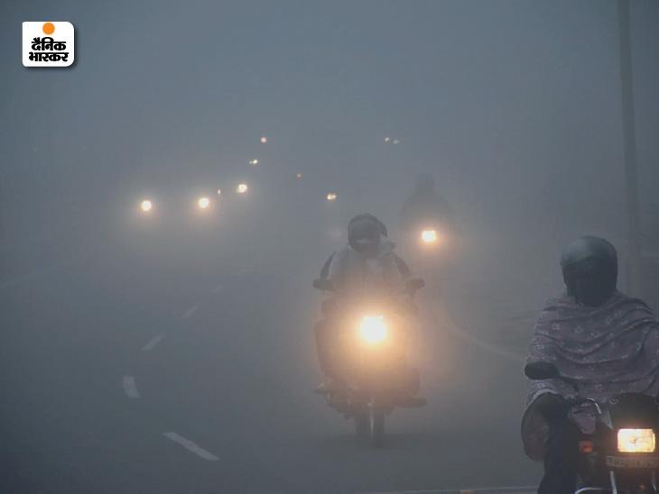 चंडीगढ़ में धुंध पड़ने के कारण दिन में भी गाड़ियों की लाइट जलानी पड़ी।