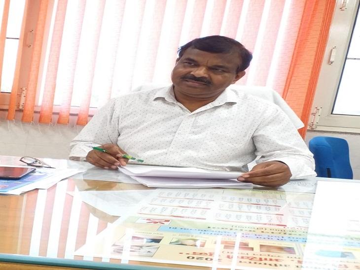 CMO डॉ. संतलाल वर्मा।