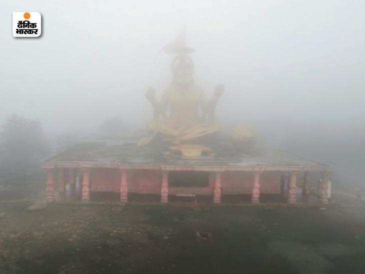 मध्य प्रदेश के इंदौर में स्थित पितृ पर्वत पर सुबह 8 बजे का नजारा।