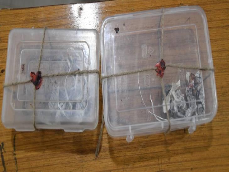 आरोपियों के घर से जब्त बम बनाने की सामग्री