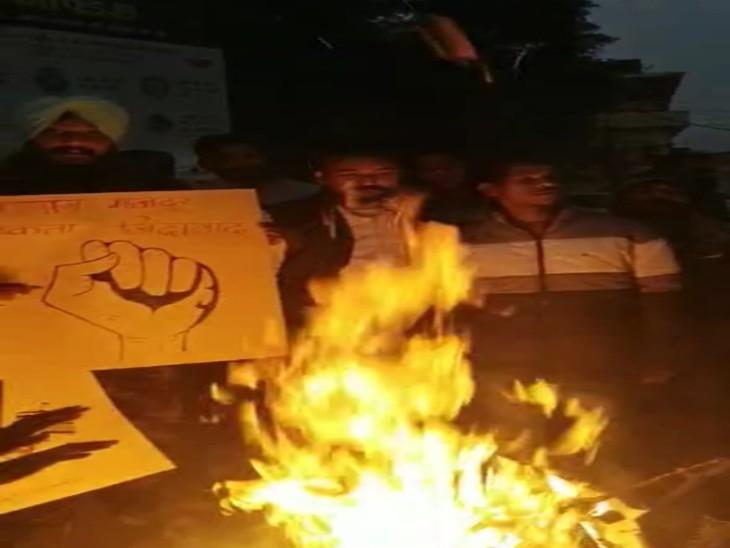 आम आदमी पार्टी ने भी किशनगढ़ में काली लोहड़ी मनाई।