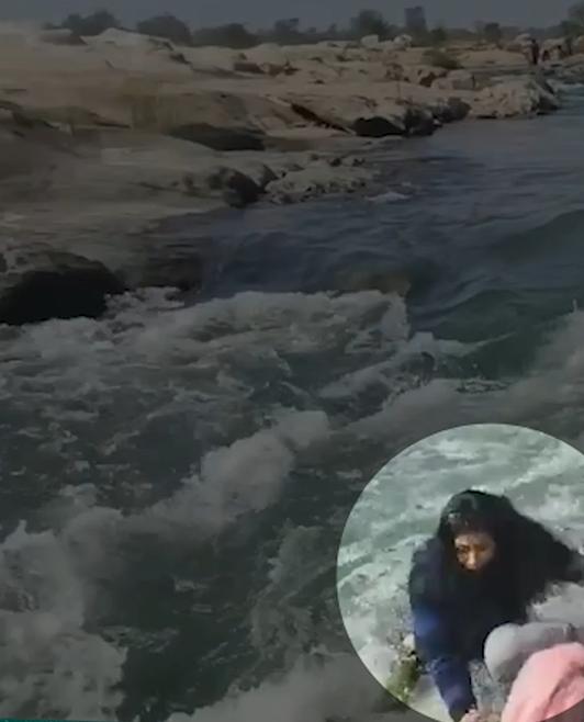 फोटो वीडियो से ली गई है, जिसमें सेल्फी लेने की कोशिश में युवती नदी में गिर पड़ी।