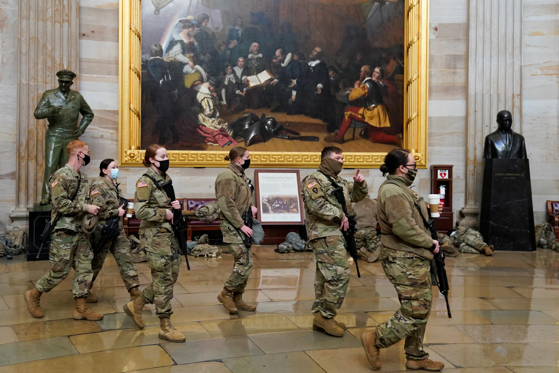 दोबारा हिंसा की घटना से बचने के लिए US कैपिटल बिल्डिंग में हजारों नेशनल गार्ड्स को तैनात किया गया है।