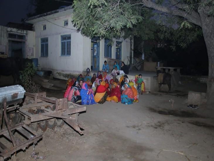 24 मौतों के बाद गांव में पसरा सन्नाटा।
